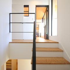お家の雰囲気にぴったりの吹き抜けアイアン階段