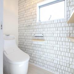 北欧風クロスのトイレ