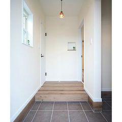 白を基調とした玄関
