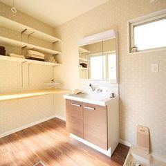 光の射し込む暖かな洗面室