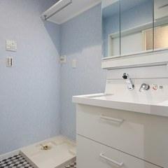 シンプルながらも機能的な洗面所
