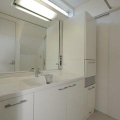 真っ白な洗面所