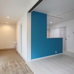 玄関とリビングを繋ぐ土間スペースのある家