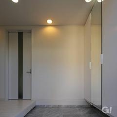白い玄関ホール