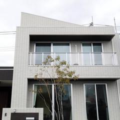 橿原市木之本町のシャビーな外観の家でステキな玄関のあるお家は、クレバリーホーム 橿原店まで!