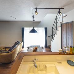 キッチンから見渡せるカフェのような空間