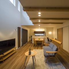 開放感のあるリビングと使い勝手抜群の収納がポイントの家