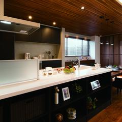 高崎市後疋間町のカフェ風な家でおしゃれな造作家具のあるお家は、クレバリーホーム高崎店まで!