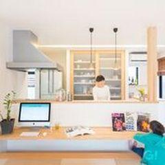 キッチン前にカウンター、PCやお子様のリビング学習が出来ます。