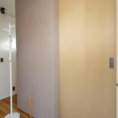 広々玄関 子供も慌てずゆっくり脱ぎ着しやすい玄関 プライベート空間 (株)櫻井建設