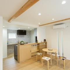 ダイニング キッチンの壁がかわいい マグネットホワイトボードが便利 (株)櫻井建設