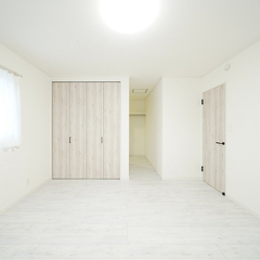 上越市妙高市で新築・工務店をお探しの方におすすめ!【ウォークインと扉付収納のある主寝室】