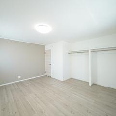 オープンクローゼットの寝室