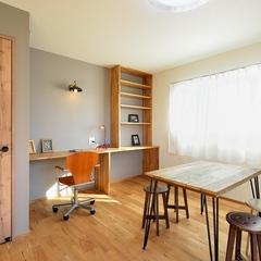 山際建設より間取りに合わせた手づくり書棚と机・川口市