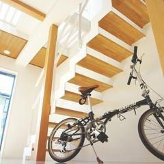 山際建設より、オープン階段をつけることで空間を開放的にします