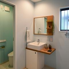 山際建設より、水廻りの配色が素敵なオリジナル洗面台