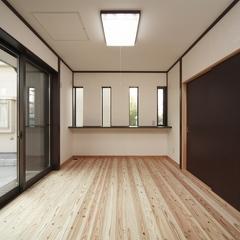 山際建設より、天然無垢の床材のリビング・川口市