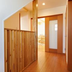 川口市・山際建設より天然無垢素材の床と柱