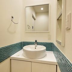 川口市・山際建設よりモザイクタイルがアクセント洗面台
