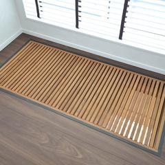 空気と光を優しく通すナチュラルカラーの木製格子