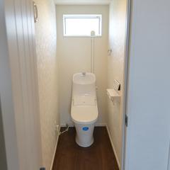 清潔感のある明るくシンプルなトイレ