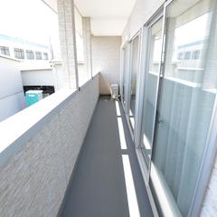 日当たりと水捌けが抜群の高性能住宅のベランダ