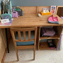 造作家具でナチュラルな勉強机を取り入れた子供部屋