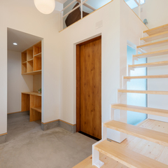 玄関/スケルトン階段/BAW STANDARD/高知県内の住まいづくりはウッドスタイル株式会社