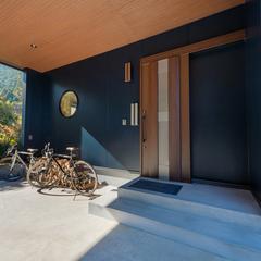 ガレージ付き平屋玄関ポーチ/高知の自然素材の家ならウッドスタイル株式会社