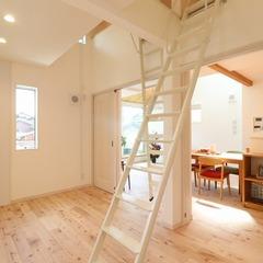 明るさと開放感のある2階リビングの家