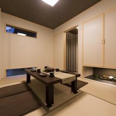 静岡県藤枝市高級感いっぱいの吹抜9連窓のある家