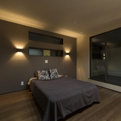 静岡市駿河区 吹き抜けに透明パネルを採用した明るいリビングの家