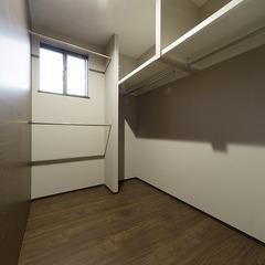 静岡市駿河区 非日常のリゾートを思わせる佇まいと快適に過ごすための収納計画のある家