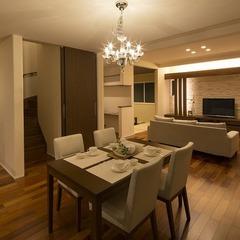 外観・インテリアはもちろん、造作家具や装飾も圧倒的な存在感と高級感に溢れた家