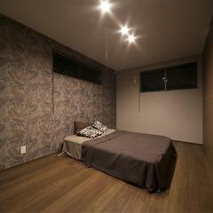 静岡市 屋上庭園 レッドシダーの造作天井と間接照明の家