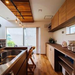 利便性の良いキッチン横並びのダイニング / 今治市 「歩と円満な家」