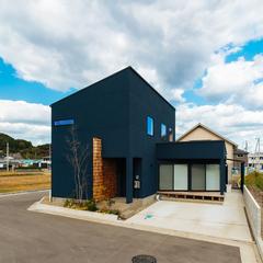 立体感のある板張りが印象的な外観のお家/新居浜市「由と祥雲の家」