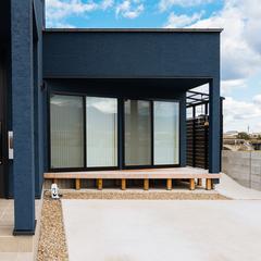 開放的なウッドデッキのあるお家/新居浜市「由と祥雲の家」