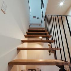 アイアン階段がお家のアクセントに/西条市「双葉と七色の家」