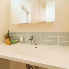 ボウルとカウンターが一体型になったお掃除のしやすい洗面台/新居浜市「由と祥雲の家」