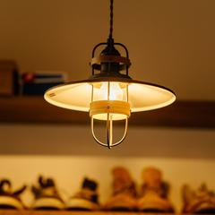 照明でシューズクロークを優しく照らします/四国中央市「紅と真果の家」