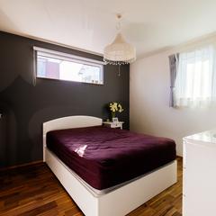 シンプルモダンな寝室/今治市「茉と愛らしい家」