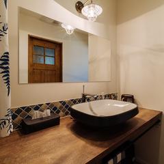2人並んでも余裕のある広々とした洗面台/今治市「潜と珊瑚の家」