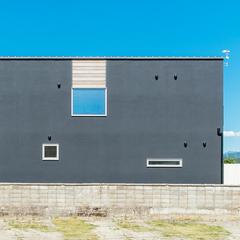 黒×白のモノトーンが印象的な外壁/西条市「慕と成就の家」