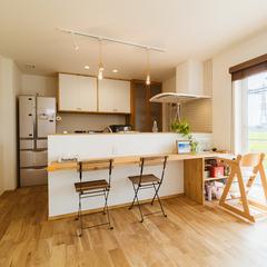 キッチンはカフェのような空間に/丸亀市 「遭と孝心の家」