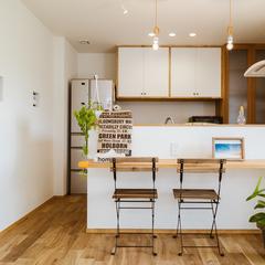 キッチンはカフェのような空間に/丸亀市「遭と孝心の家」