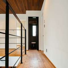 上質な空間を生み出すレッドシダーの天井板張り/四国中央市 「暖と笑咲の家 」