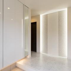 スタイリッシュな白い玄関
