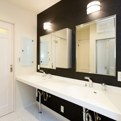 ダブルボウルの洗面室