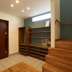 造作が得意なハウスカが造る、シュークロークを設けず広々とした玄関にしたお家。